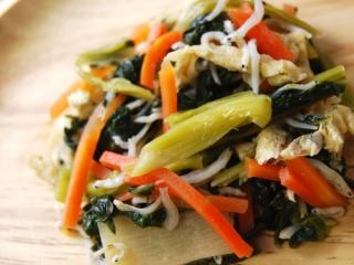お皿に移した「小松菜とちりめんのおひたし」のアップ画像
