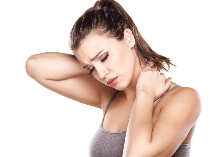 肩こり腰痛に悩む女性の画像