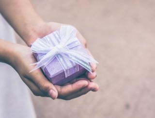 4月は金運・愛情運アップ!気になる異性にプレゼントやお土産をあげて♡(11月7日〜1月16日生まれ)椿・漢方女神占い