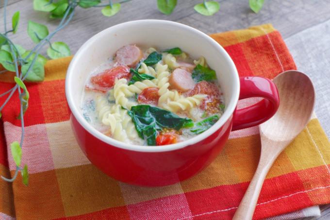 レンジで簡単♡ほうれん草とトマトの豆乳パスタの写真