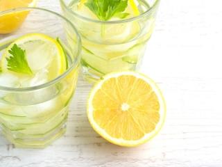 色味のキレイなレモンウォーター