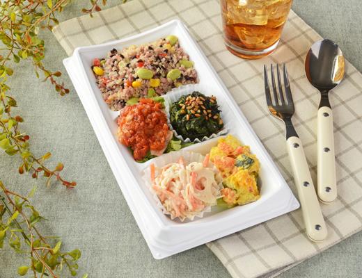 公式サイトで掲載された「20品目のサラダBOX(塩麹チキン)」の画像