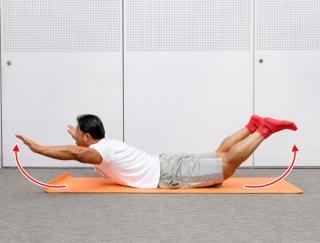 引き締まったキレイな背中に!自宅でできる自重トレーニング「バックエクステンション」【動画】