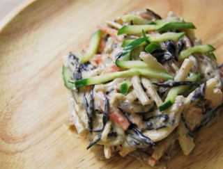「コンビニのサラダの中でも特に好き!」 ファミマに「根菜とひじきのごまマヨサラダ」が新登場