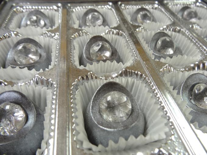 ホワイトゴールドダイヤモンドのチョコレート