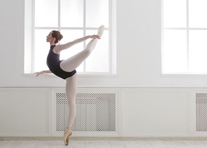 バレエをしている女性の画像
