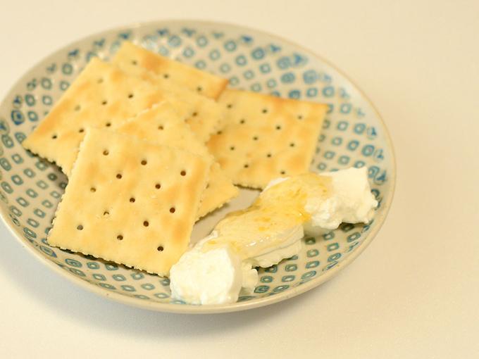 >クラッカーとチーズ