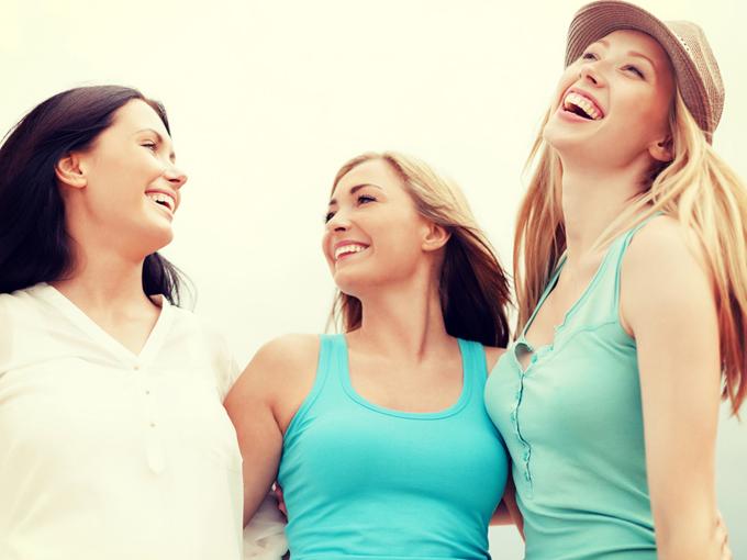 夢を語る女性3人