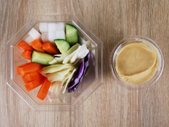容器の蓋を外した「大盛り野菜スティック」の画像