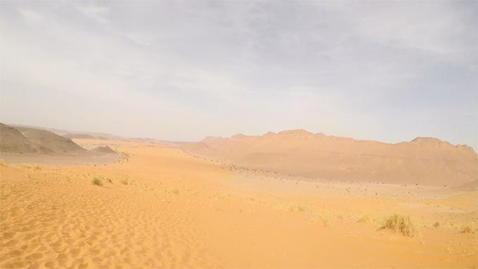 誰一人いない孤独な砂漠