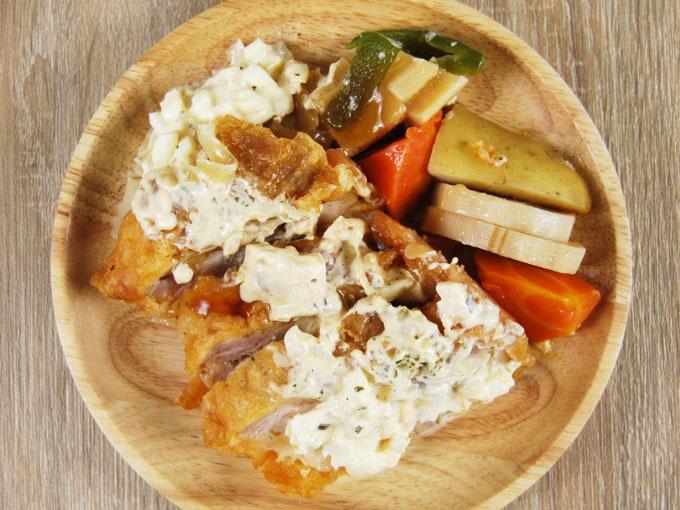 お皿に移した「チキン南蛮&ごろごろ野菜」の画像