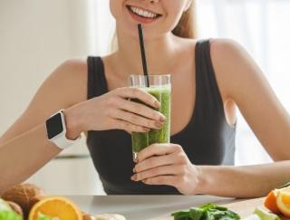 ポリ袋に入れてもむだけ! 手軽に腸活できる、ポリ袋スムージーレシピ4選