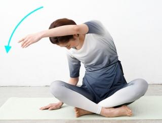 つら〜い腰痛をオフ!座ってできる簡単ストレッチ