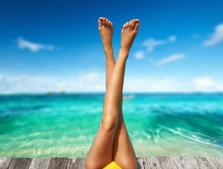 夏までにスッキリ美脚! 太ももやせに効果的な体幹ストレッチ2つ