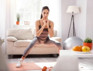 しっかり腰を落とさないとノーカウント!「本格的だな…」とユーザー驚愕のトレーニングアプリ