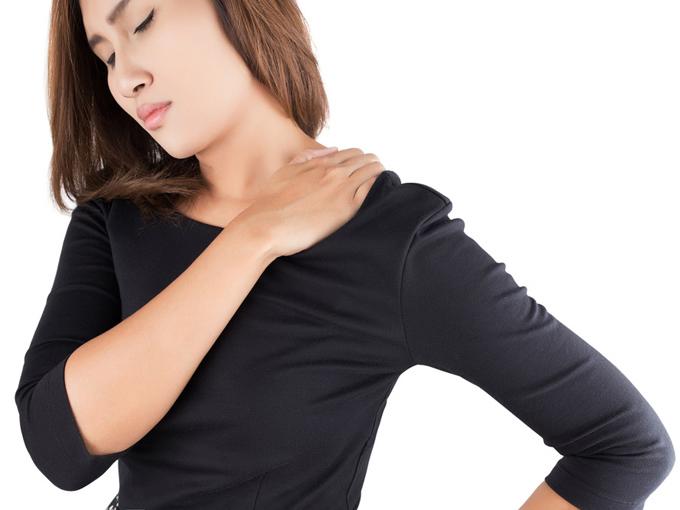 肩こりに悩む女性の画像