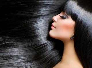 黒髪の女性の画像