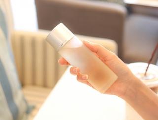 美容研究家が実証! くり返す肌荒れ対策は「化粧水・睡眠・幸福度」の3つがポイント