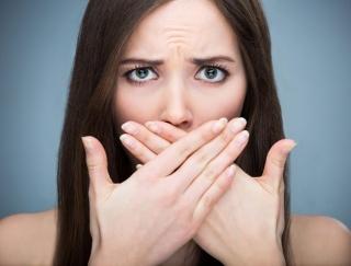 """口臭の原因は8割が""""舌の汚れ""""!? 気になる口臭を予防する方法"""