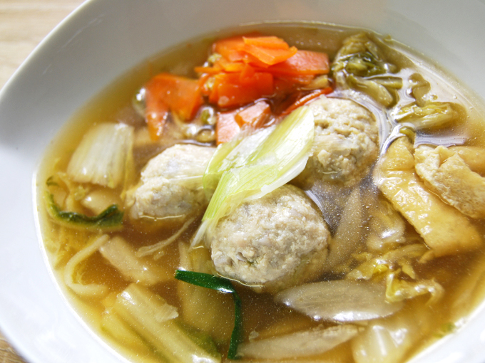 お皿に移した「1日に必要とされる野菜1/2が摂れる鶏団子鍋」のアップ画像
