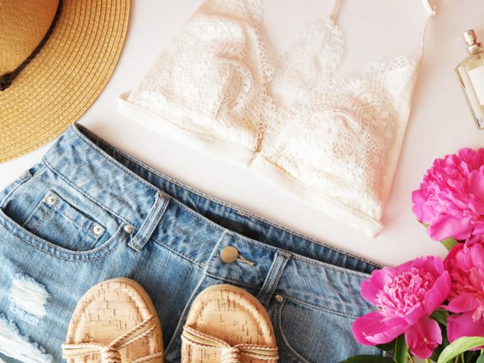 下着とファッション小物の写真