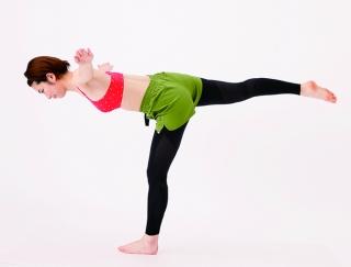 鍛えにくい背中や太ももにも効く!全身を美しく引き締める体幹トレーニング
