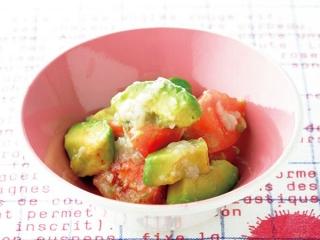 トマトとアボカドの塩麹あえの完成イメージ