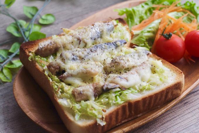 キャベツとオイルサーディンのチーズトーストできあがり