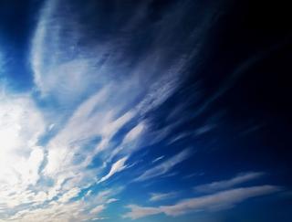 5月の仕事が好転するラッキーシルエットは空に描く「龍」の雲! (4月17日〜5月4日、7月20日〜8月6日、10月20日〜11月6日、1月17日〜2月3日生まれ)薔薇・漢方女神占い