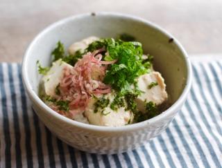 まるでチーズのような豆腐が絶品すぎる!「麹漬け豆腐の薬味のせご飯」 #明日の朝ごはん