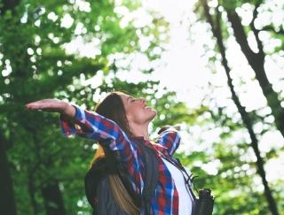 呼吸でストレスをコントロール!? 肺を大きく広げて呼吸回数を減らす「肺ストレッチ」