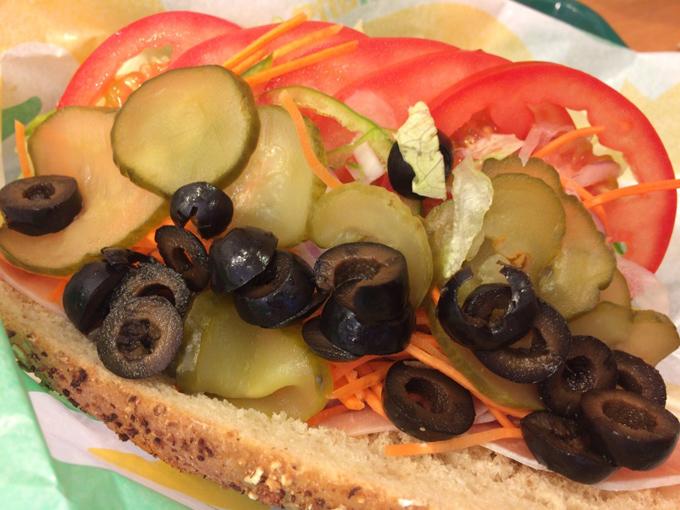 5種類の野菜を全力で盛りつけたサンドイッチ