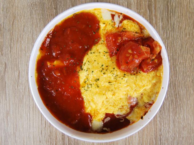 容器の蓋を外した「ごろごろトマトのオムライスドリア」の画像