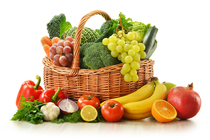 かごに盛られたフルーツと野菜の画像