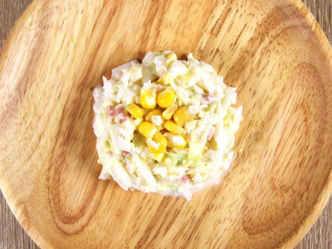 お皿に移した「さっぱりレモンのコールスロー」の画像