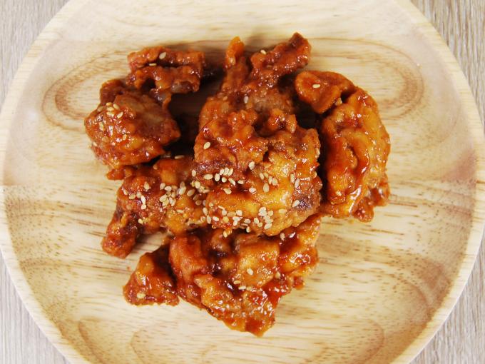 お皿に移した「コチュジャンたれの鶏唐揚げ」の画像