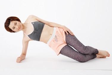 右わき腹の力で腰を持ち上げる動き