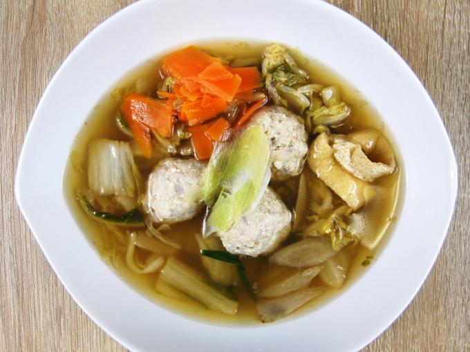 お皿に移した「1日に必要とされる野菜1/2が摂れる鶏団子鍋」の画像