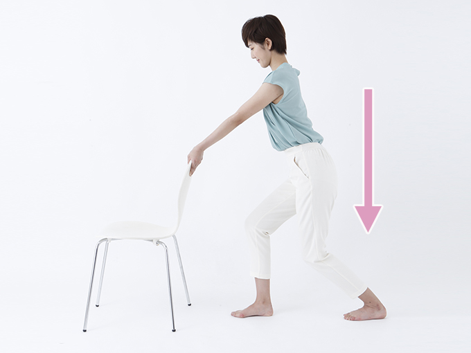ひざを曲げてふくらはぎを伸ばす