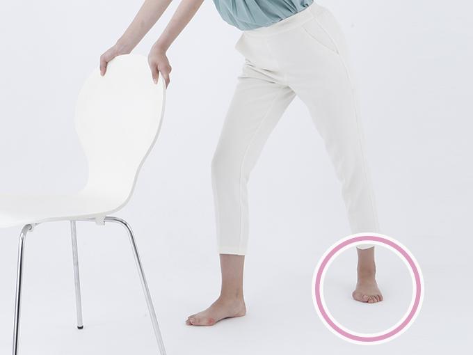 後ろ足のつま先の向きに注意