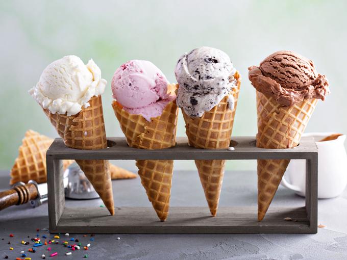 アイスクリームが4種並んでいる