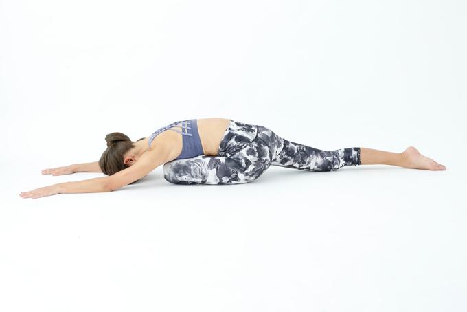 上体と腕を伸ばす