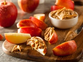 ピーナッツバターとりんご