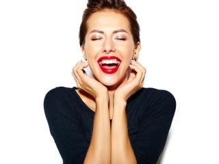 口内がスッキリとしていることを実感する女性