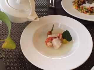 サヌールのレストランのおいしそうな食事