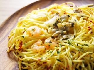 お皿に移した「3種魚介のペペロンチーノ」のアップ画像