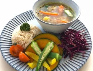 梅雨の体調不良時にしみわたる美味しさ!「野菜たっぷりスープカレー」のレシピ