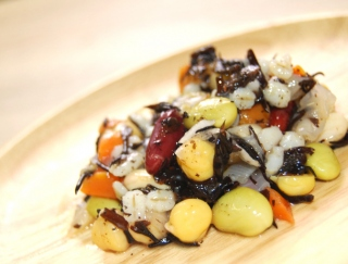 食べてやせるなら豆!ダイエット食にぴったりな「4種の豆とひじきの和風サラダ」がファミマに新登場