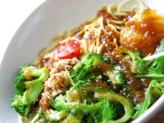 お皿に移した「1/2日分野菜冷たいパスタゴーヤとツナ大根」のアップ画像
