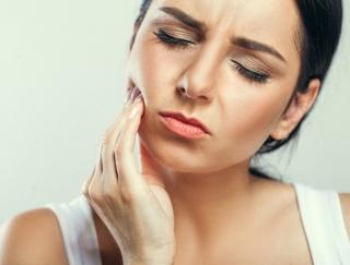 知らないと怖い…デカ顔をつくる原因は「歯の冷え症」にあり!